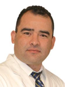 Dr. Peralta Quiropráctico hispano ayuda a la comunidad .