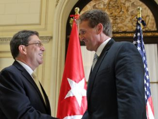 Flake compara a Trump con Stalin pero sigue amistad con régimen stalinista de Cuba || El Hispano News