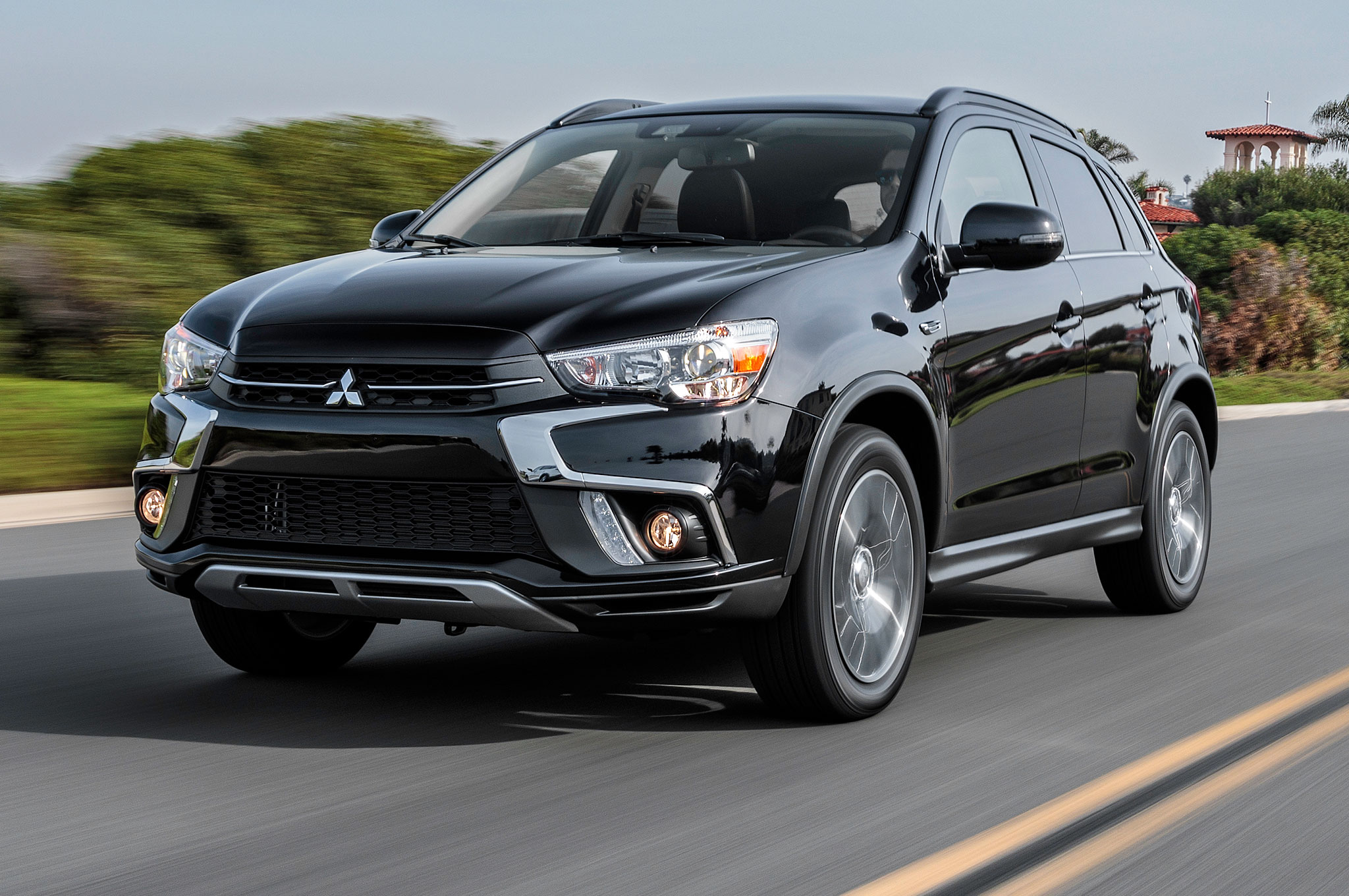2018-Mitsubishi-Outlander-Sport-front-side-motion-view